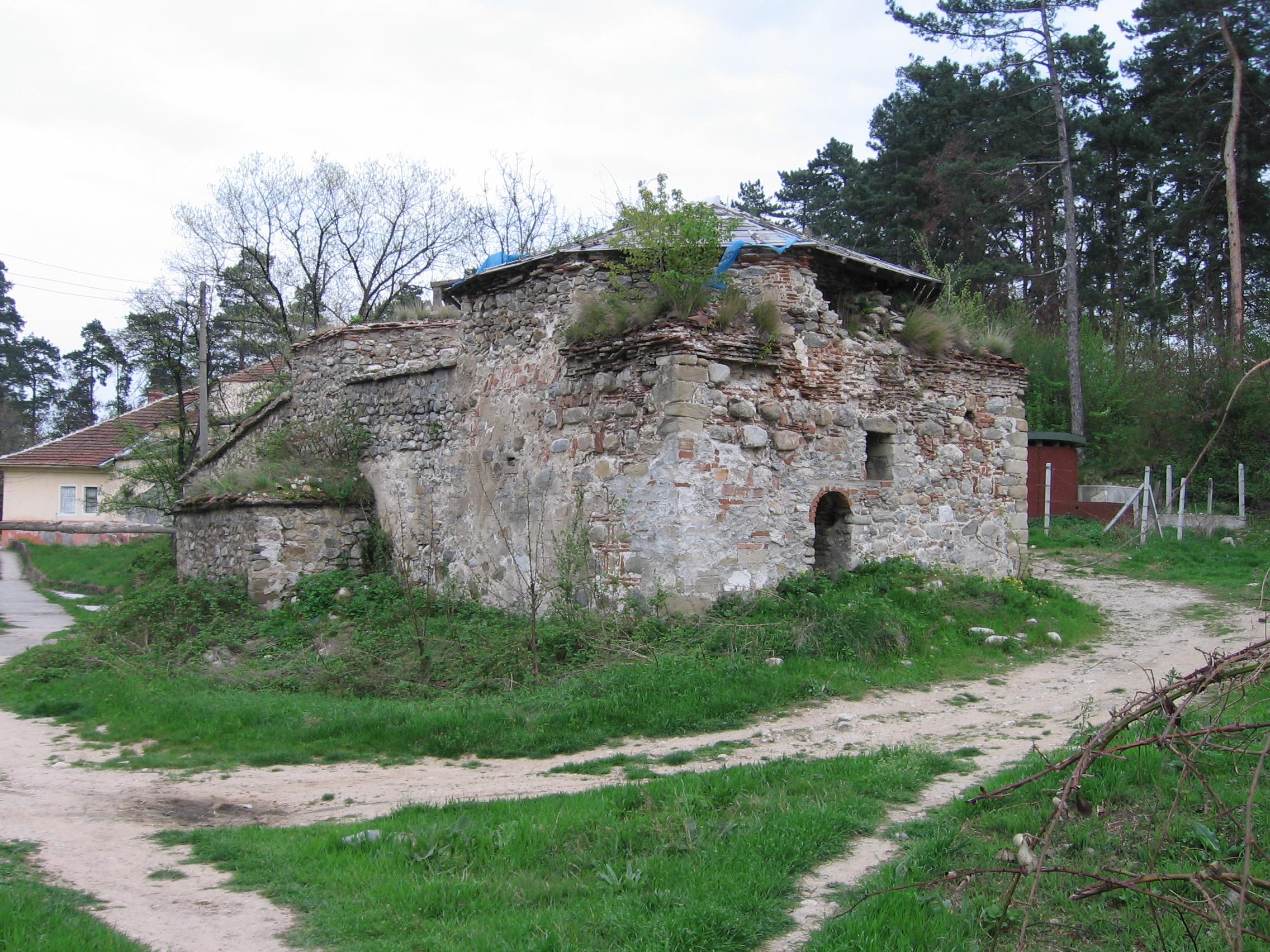 Старата баня в Долна Баня преди реконструкция